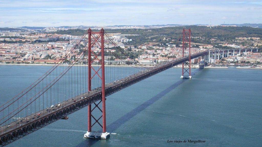 Puente del 25 de Abril visto desde el Cristo Rei , Lisboa - Los viajes de Margalliver